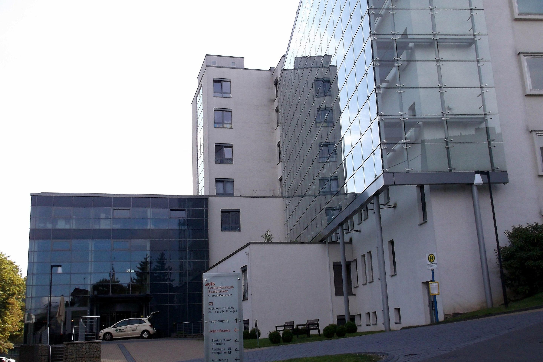 """Das Krankenhaus St. Josef, von den Dudweilerern liebevoll """"Kloschder"""" genannt."""